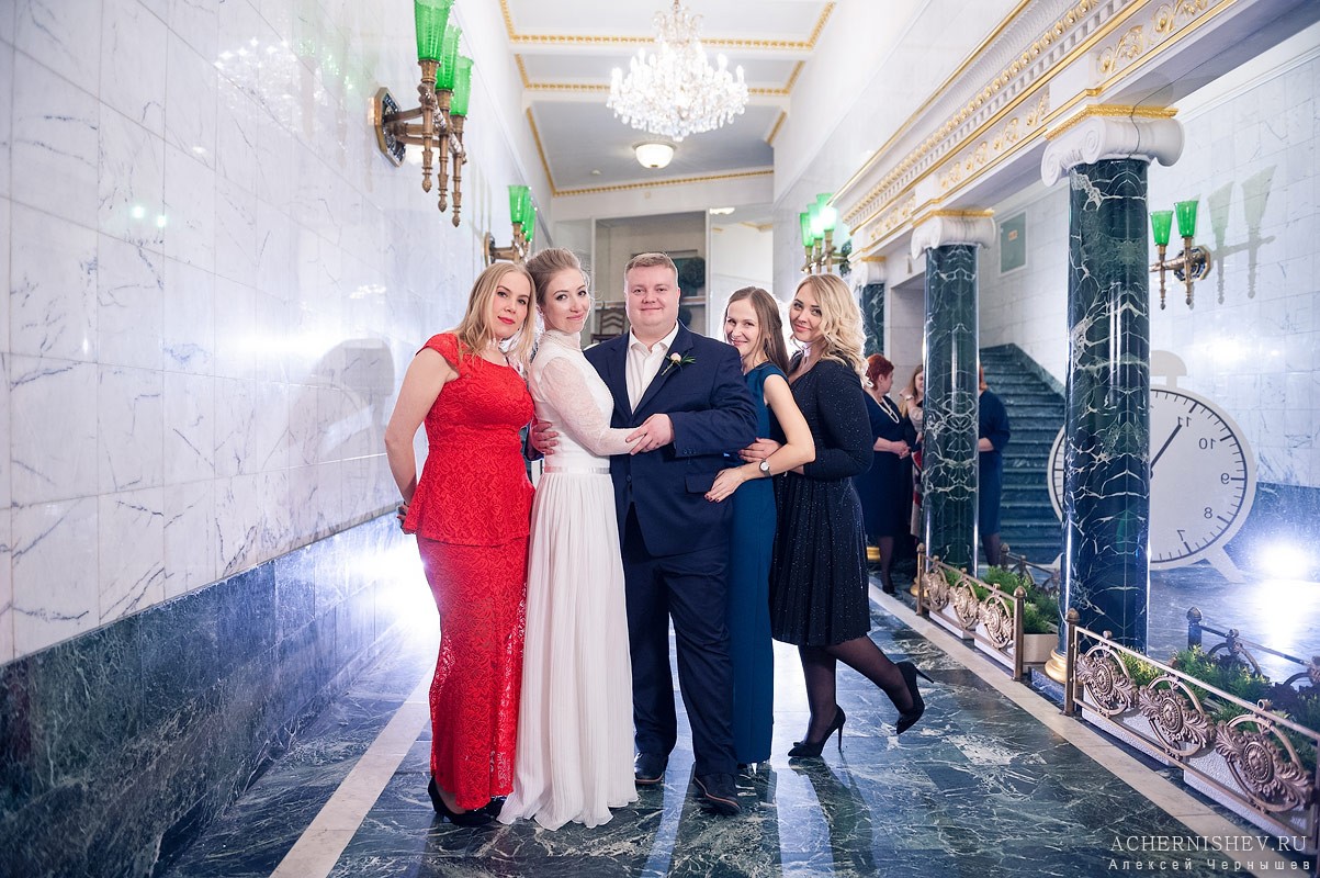 44-druzya-na-svadbe