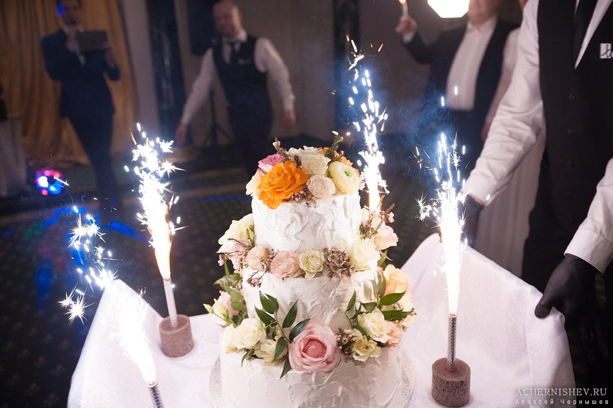 62-svadebnyj-tort