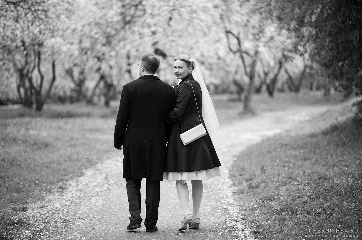 невеста обернулась на фотографа