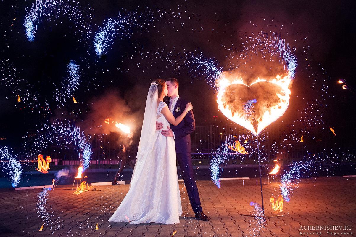 салют и фаер шоу на свадьбе