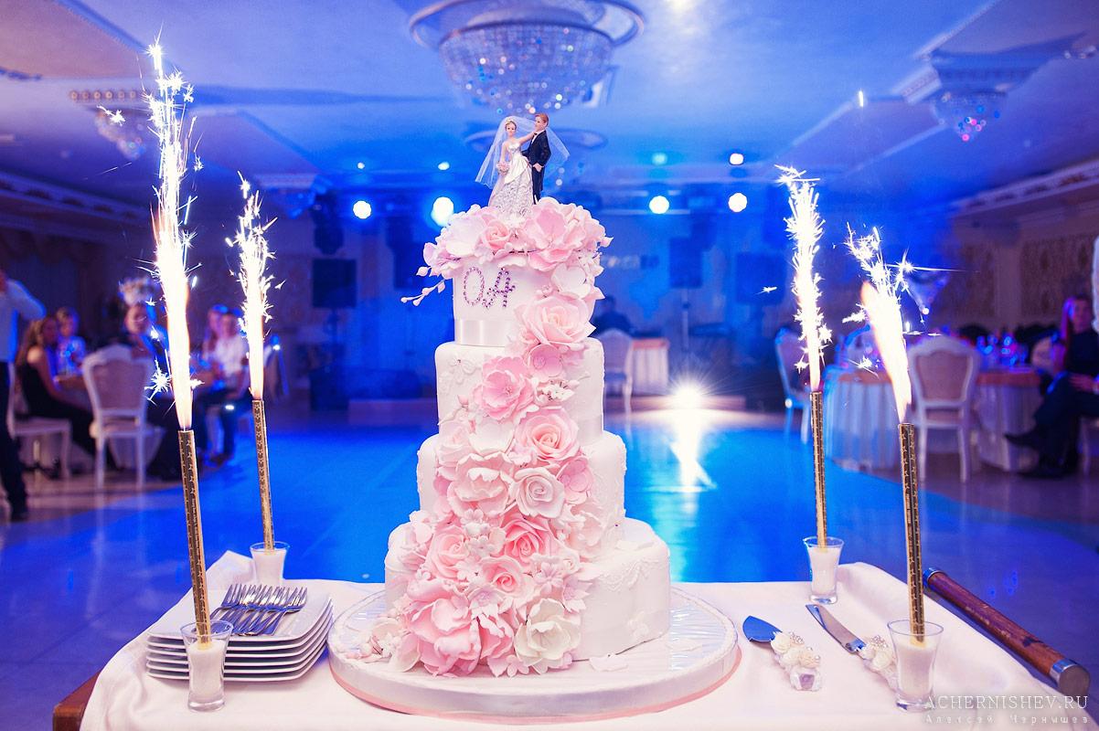bolshoj svadebnyj tort