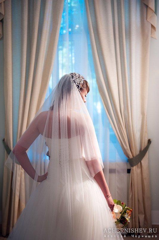 невеста перед росписью
