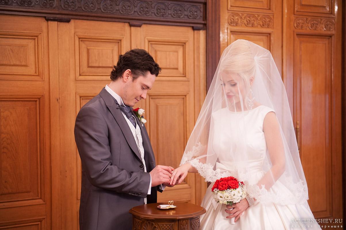 обмен кольцами жениха и невесты