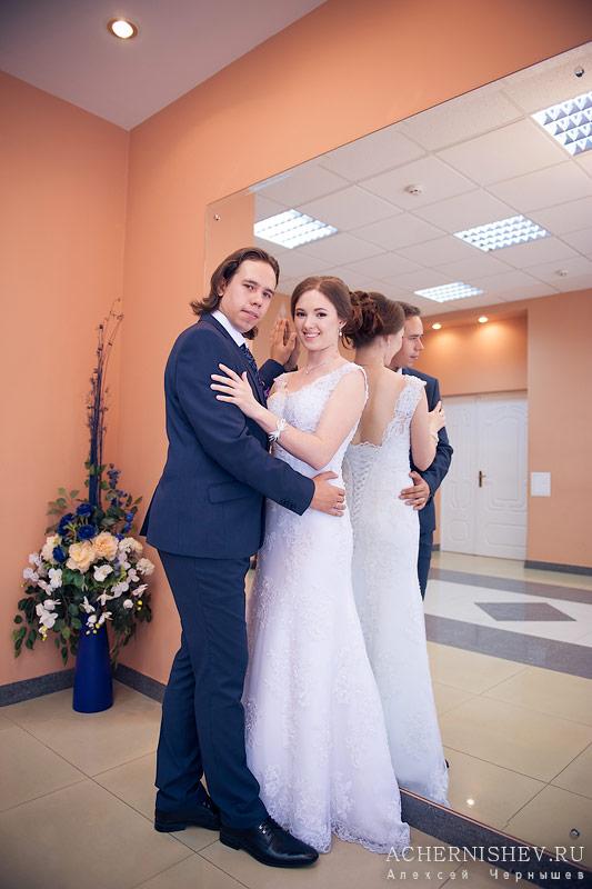 фотосессия в комнате невесты Измайловского ЗАГСа