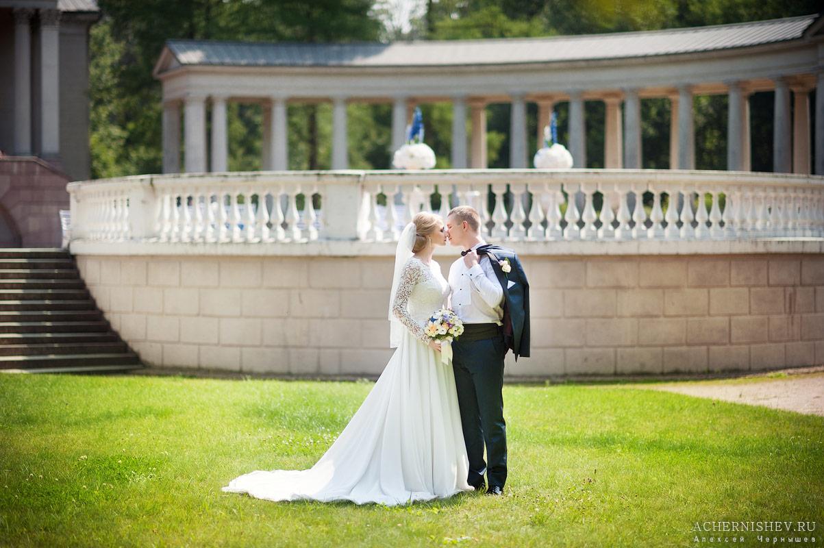 фото нежная свадебная прогулка в парке