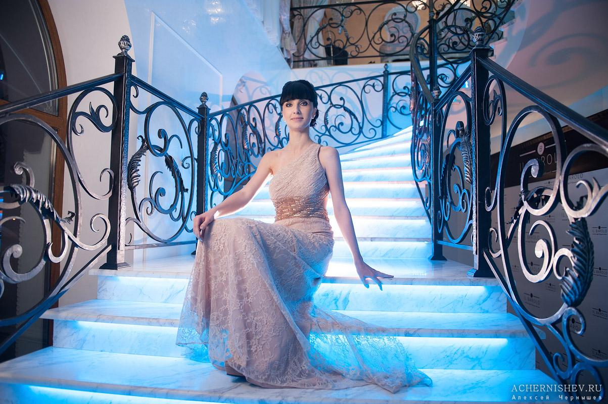 невеста на лестнице