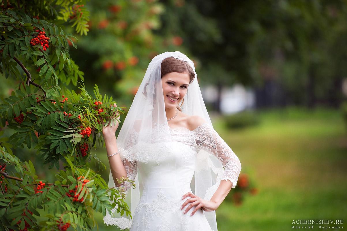 портрет невесты в рябине