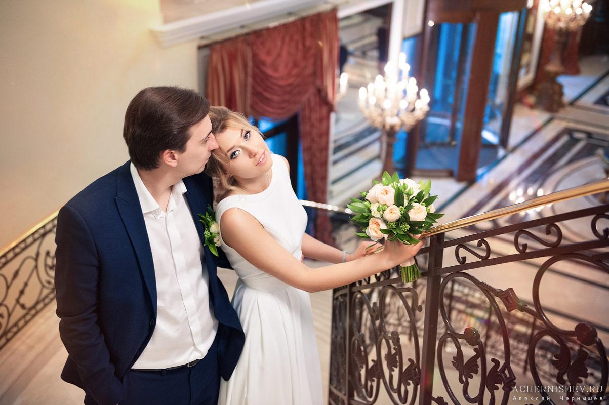 свадебная фотосессия на лестнице — фото