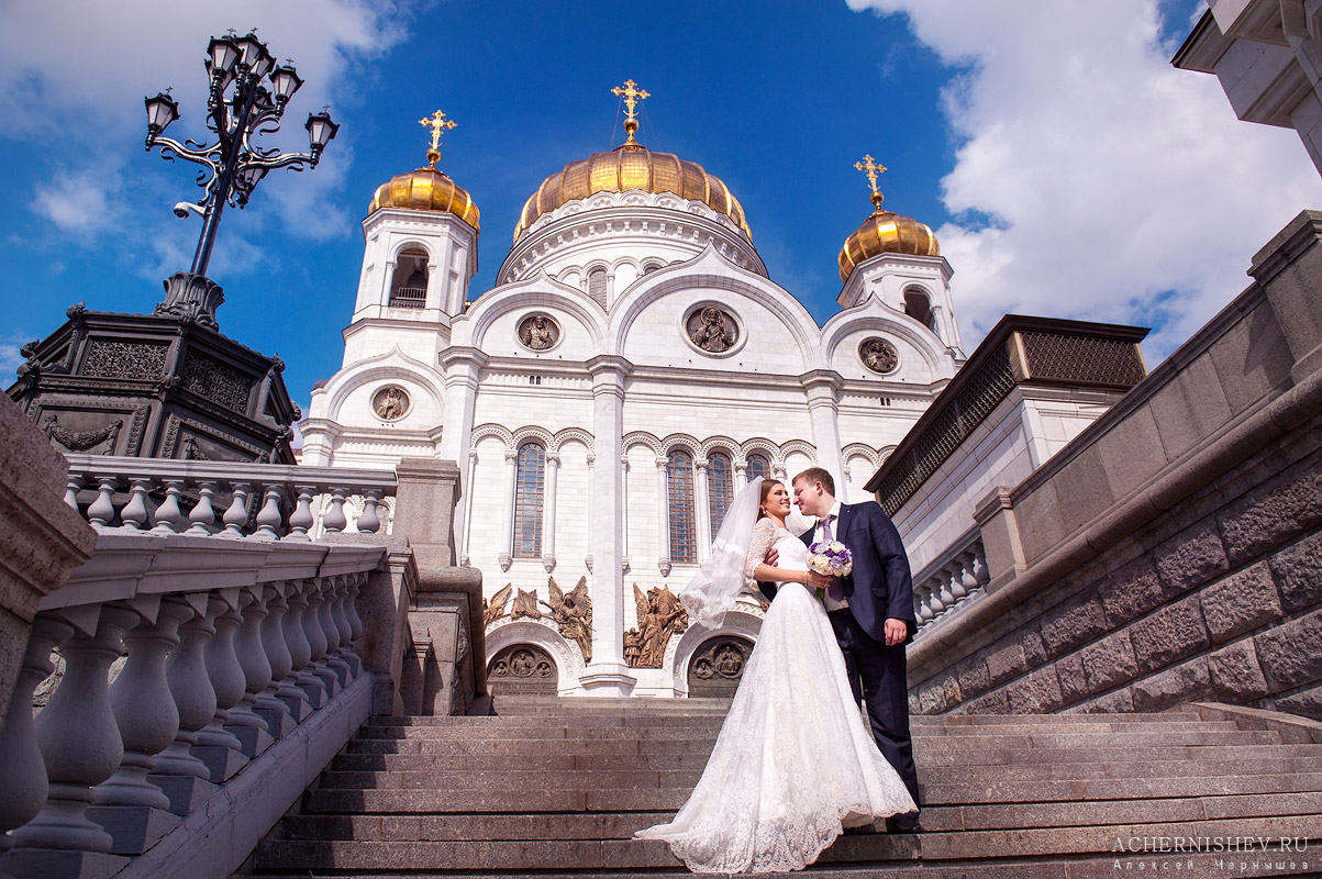 свадебное фото у Храма Христа Спасителя