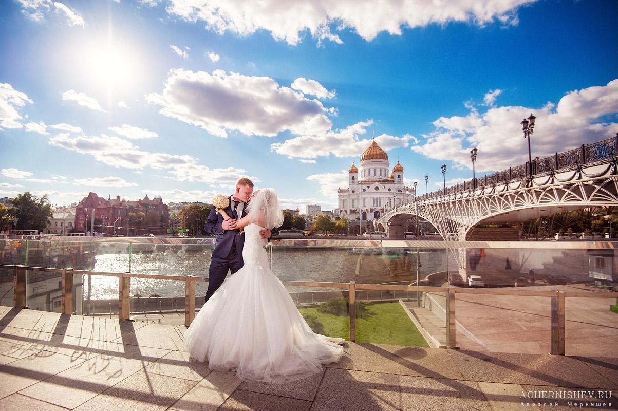 свадебная фотосессия храм христа спасителя фото