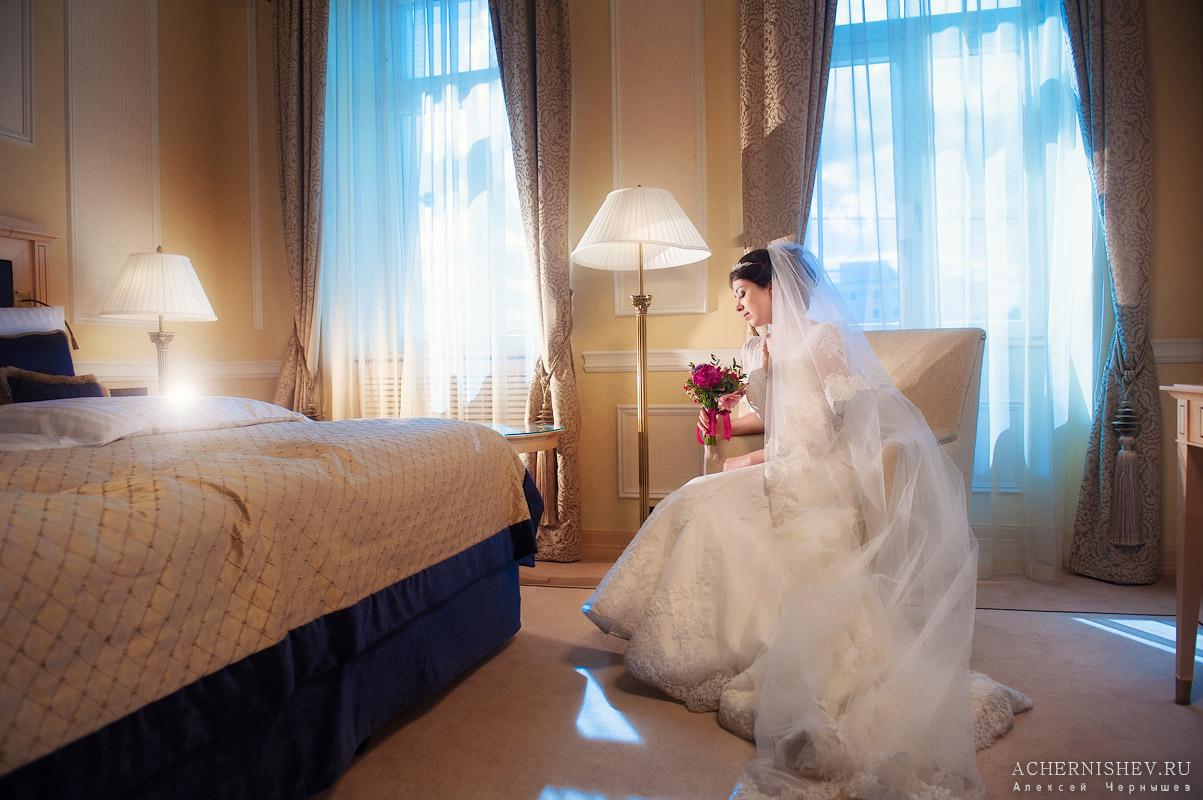 невеста в номере отеля