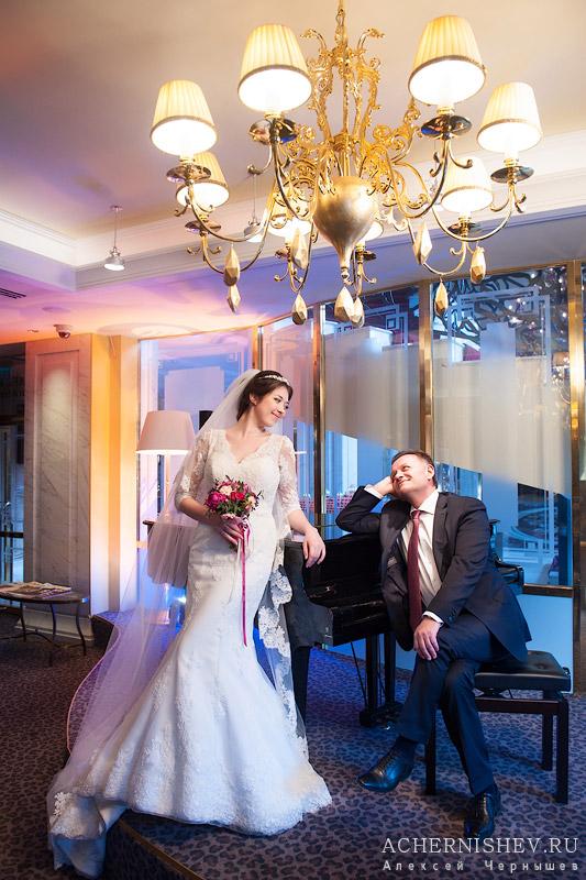 свадебная фотосессия в интерьерах отеля Балчуг Кемпенский