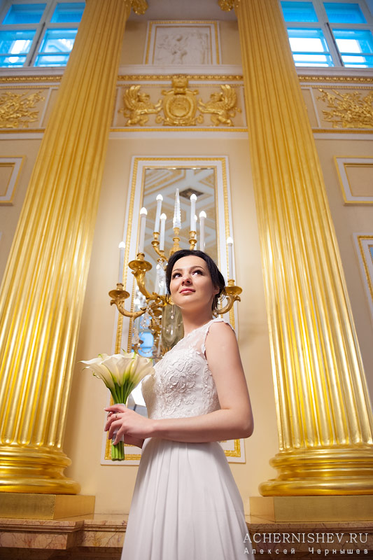 фотосессия невесты во дворце