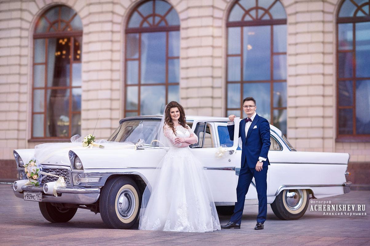 свадебный ретро автомобиль Чайка