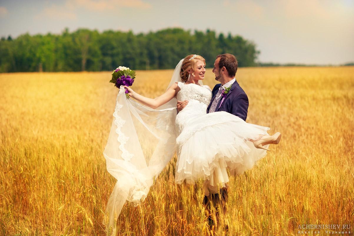 Сиреневая свадьба в поле
