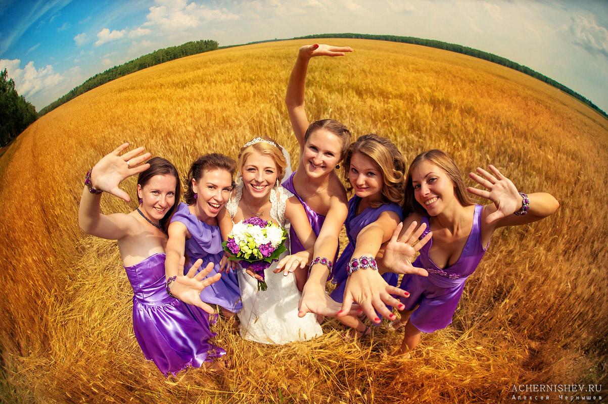 фото невесты с подружками в поле