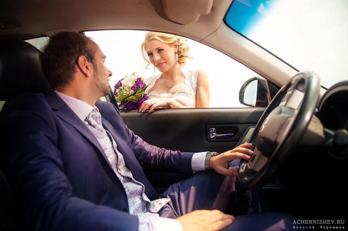 жених в машине