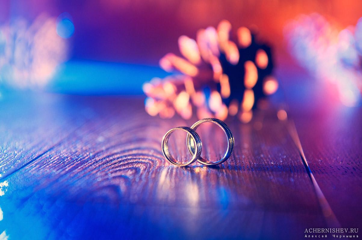 свадебные кольца красочное фото