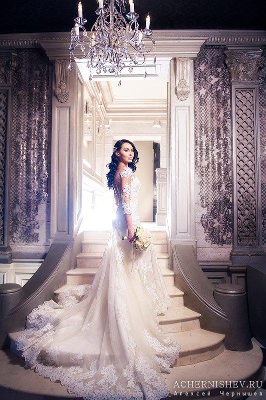 невеста в шикарных интерьерах