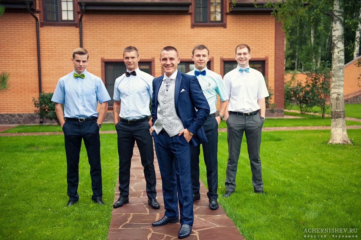 утро жениха с друзьями в загородном доме