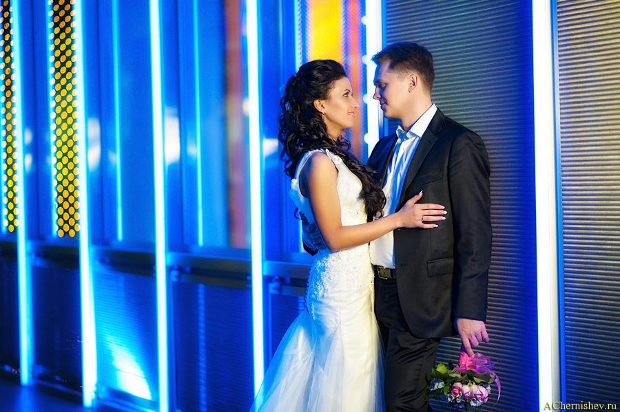свадебная фотосессия в ярком месте