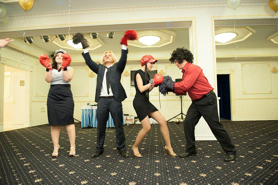 боксеры и группа поддержки