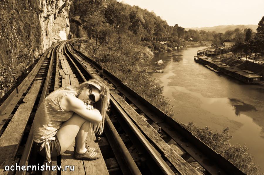 Железная дорога и девушка
