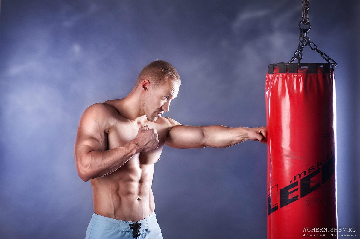 atlet-s-bokserskoj-grushej